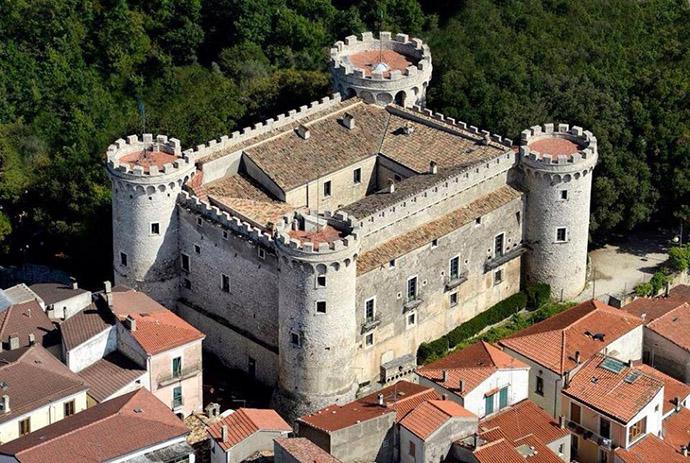 Castello Monteroduni